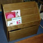 おもちゃ箱付き絵本棚